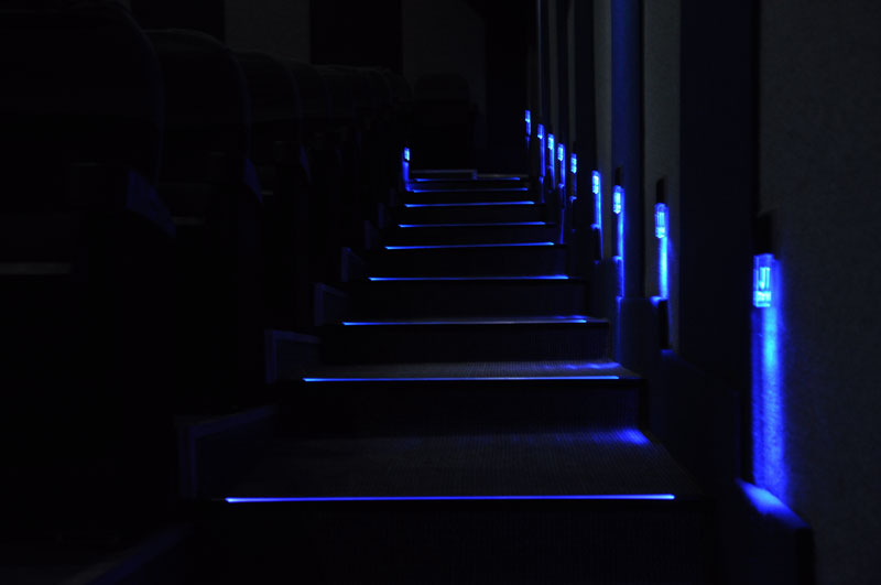 Cinema Hall Step Lights additionally 41865 besides Crown Molding Lights further Crown Molding Lighting additionally Led Indirect Lighting With Air Difussers. on led strip lights crown molding