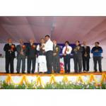 Sandeep Goel Takeing Award By Shri Harish Rawat At IARI Pusa 2011