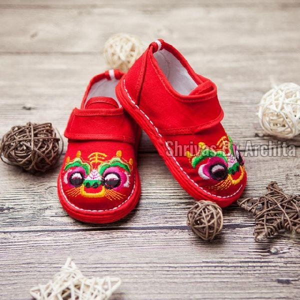 How Does Rajasthani Embroidery Make Kids Embroidered Footwear Amazing?