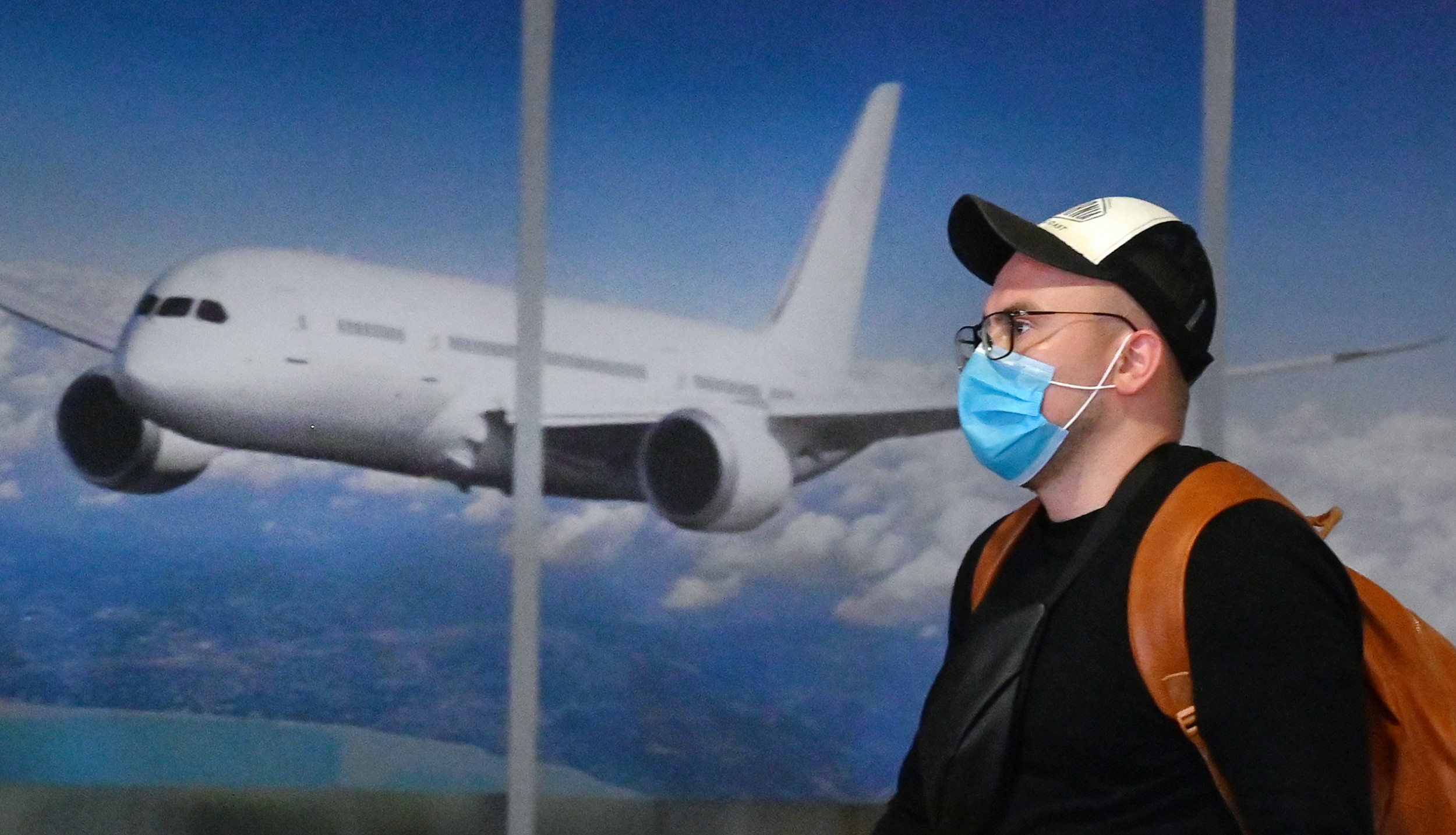 TRAVELLING BETWEEN DEADLY CORONAVIRUS