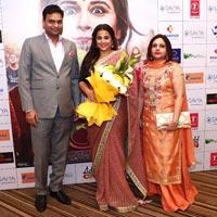 Greeting Vidya Balan