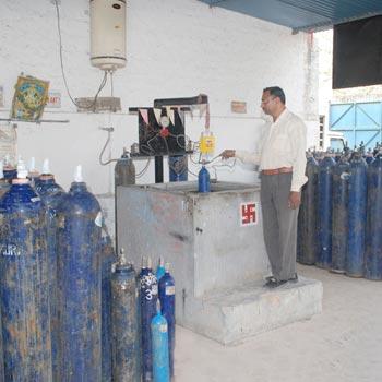 Decantation of Nitrous Oxide